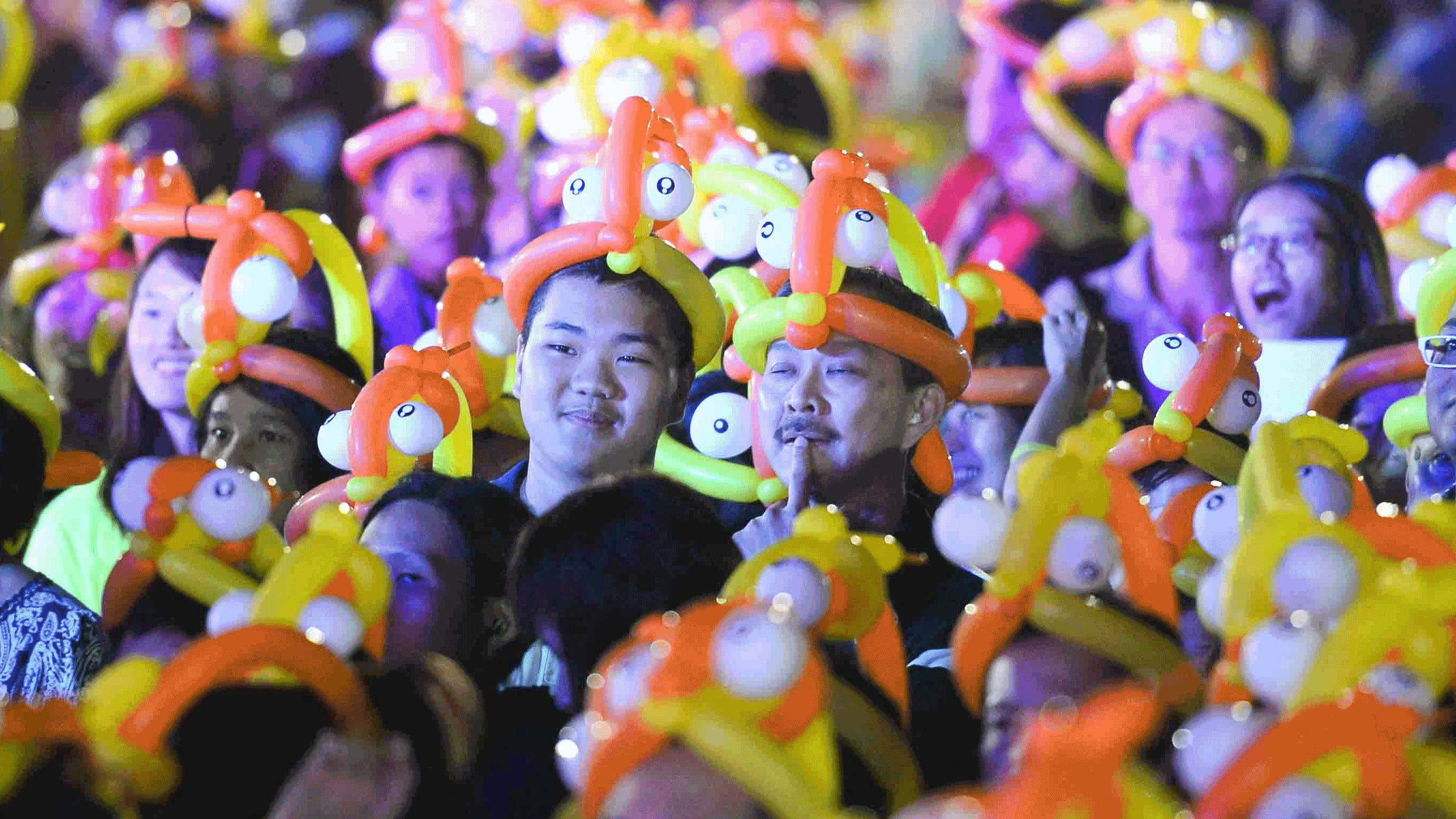 The record for the most people wearing balloon hats